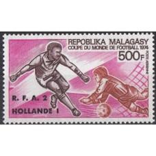 Футбол Мадагаскар 1973, ЧМ ФРГ-74 Победители, марка Mi: 703 А с зубцами НАДПЕЧАТКА